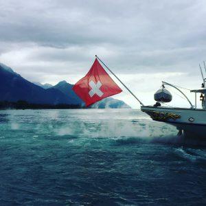 hilledesign Kontakt Foto mit Schweizer Fahne